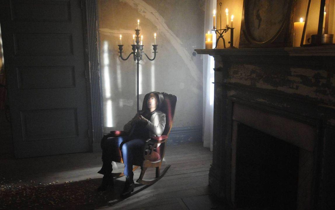 Als Ichabod Crane verschwindet, erscheint dessen Ehefrau Katrina Abbie Mills (Nicole Beharie) in einer Vision. Sie warnt die Polizistin darüber, das... - Bildquelle: 2013 Twentieth Century Fox Film Corporation. All rights reserved.