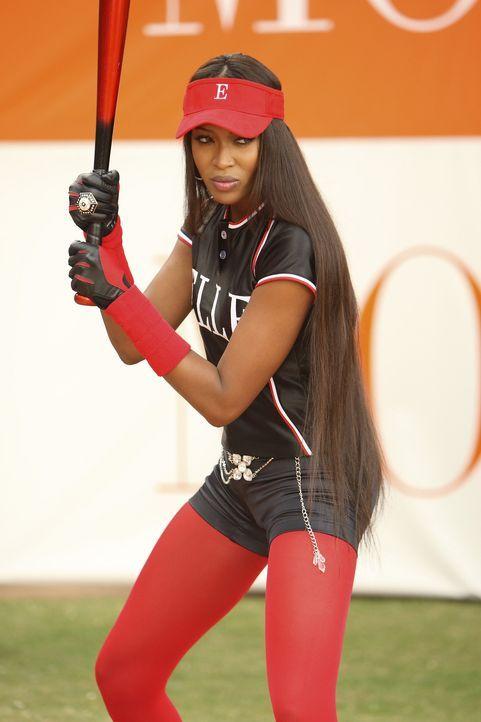 Das Wohltätigkeitssoftball-Spiel des Jahres ist das Match zwischen Mode und ELLE: Supermodell Naomi Campbell (Naomi Campbell, r.) ist die Starspiele... - Bildquelle: Buena Vista International Television