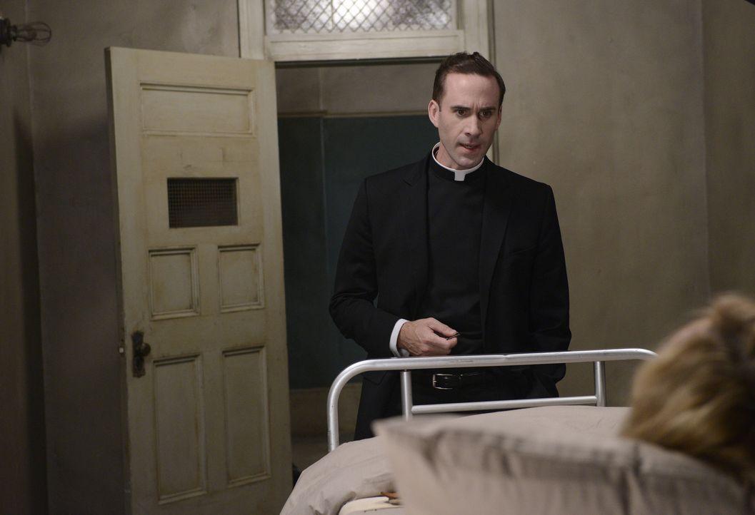 Jahr 1964: Nicht einmal mehr Monsignor Timothy Howard (Joseph Fiennes, l.) kann Schwester Jude Martin (Jessica Lange, r.) vertrauen ...