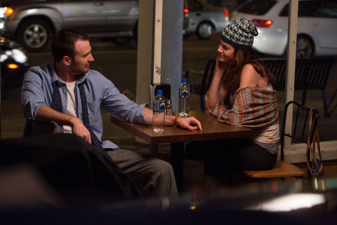 Eigentlich läuft ER (Chris Evans, l.) immer von der Liebe weg - bis SIE (Michelle Monaghan, r.) plötzlich in seinem Leben auftaucht ... - Bildquelle: Daniel McFadden Wild Bunch / Daniel McFadden