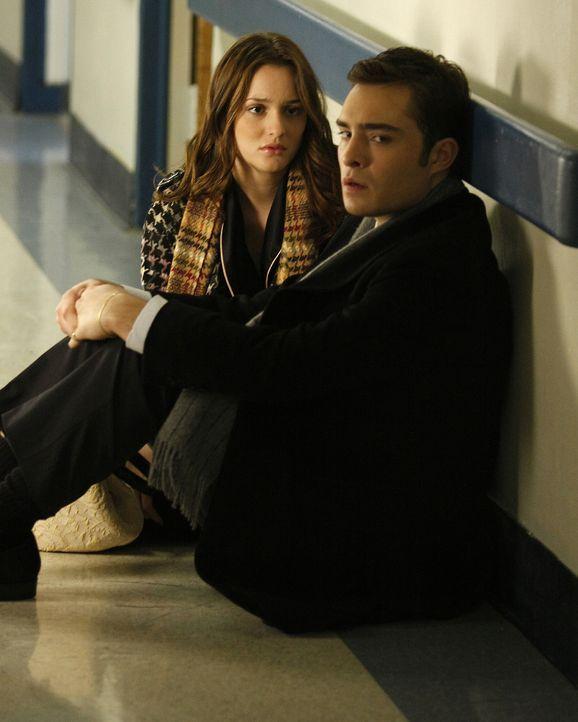 Endlich zeigt Chuck (Ed Westwick, r.) Blair (Leigthon Meester, l.) seine wahren Gefühle - nämlich Schuldgefühle, weil er seinem sterbenden Vater nic... - Bildquelle: Warner Brothers