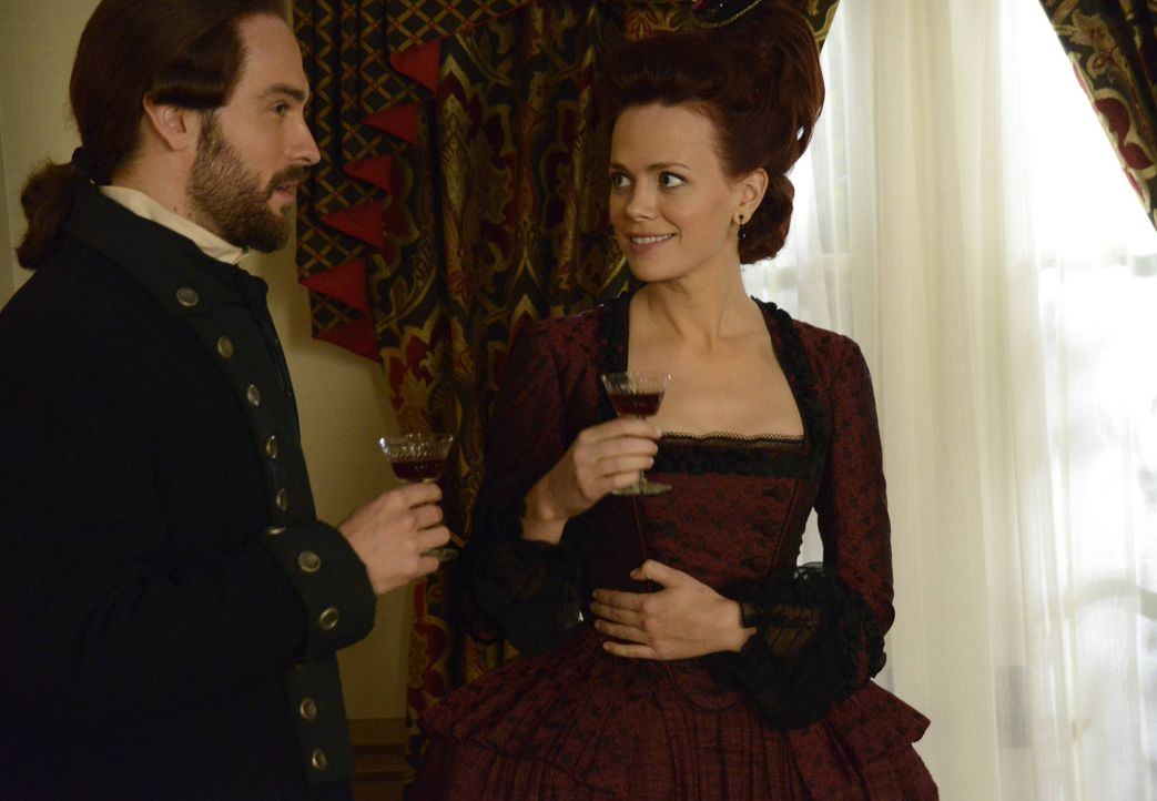Rückblick in vergangene Zeiten: Ichabod (Tom Mison, l.) und Katrina (Katia Winter, r.) ... - Bildquelle: 2013 Twentieth Century Fox Film Corporation. All rights reserved.