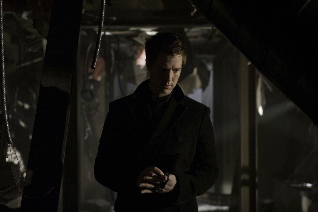 Über Jahre hinweg hat Josef (Jason Dohring) ein Geheimnis gehütet. Als er von einem Killer bedroht wird, muss er endlich mit der Wahrheit herausrück... - Bildquelle: Warner Brothers