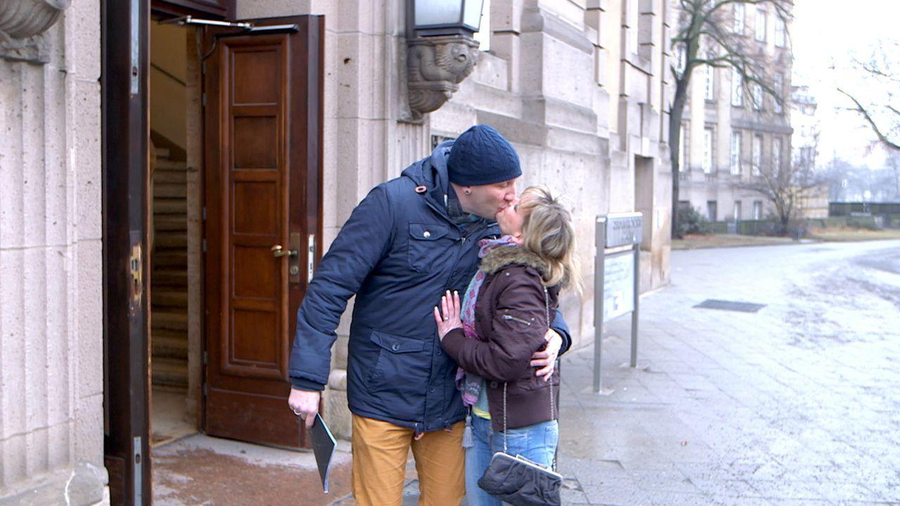 Eine schwere Zeit steht Christina (r.) und Michael (l.) bevor, denn Ralf, der biologische Vater von Christinas Kindern, kämpft um seine Kinder ... - Bildquelle: SAT.1