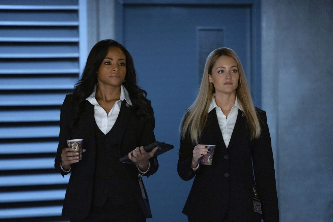 Sophie Moore (Meagan Tandy, l.); Julia Pennyworth (Christina Wolfe, r.) - Bildquelle: 2020 The CW Network, LLC. All rights reserved.
