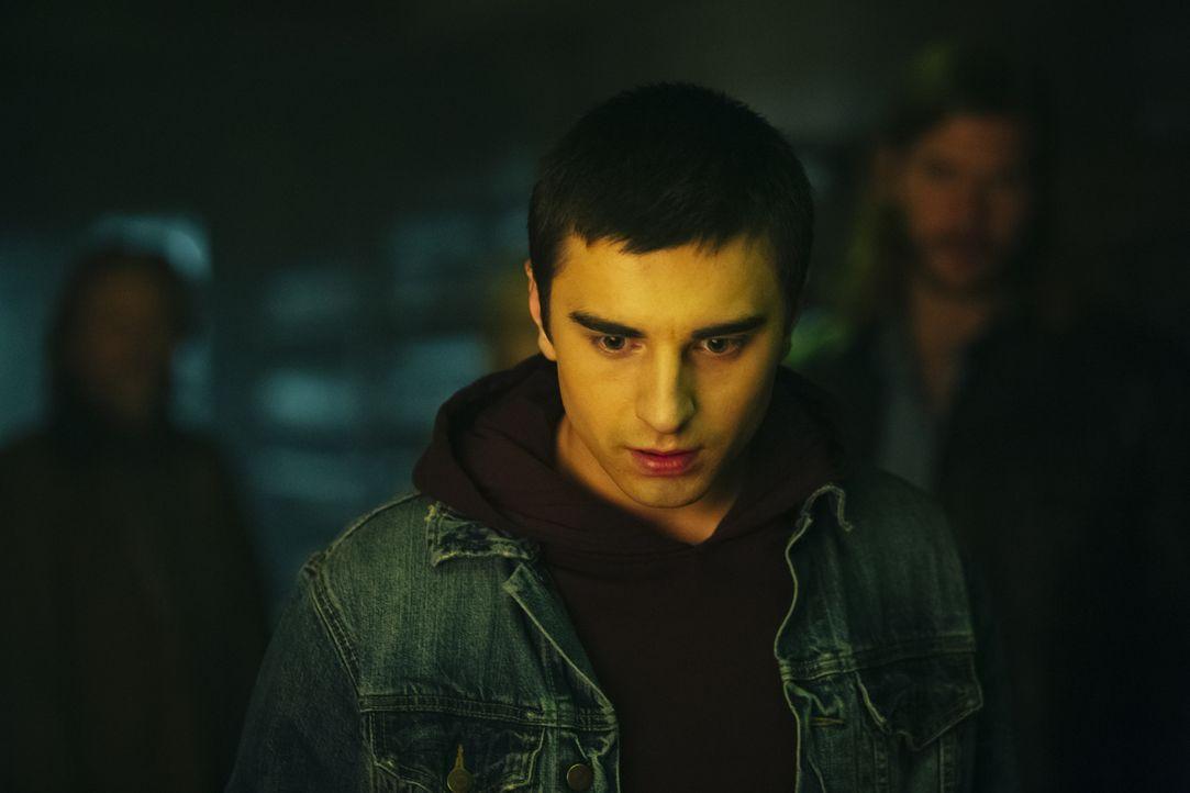 Kann Alexei (Alex Ozerov) in einer neuen Werwolf-Gesellschaft aufwachsen, die sich nicht mehr an die alten Gesetze halten muss, durch die so viele M... - Bildquelle: 2016 She-Wolf Season 3 Productions Inc.