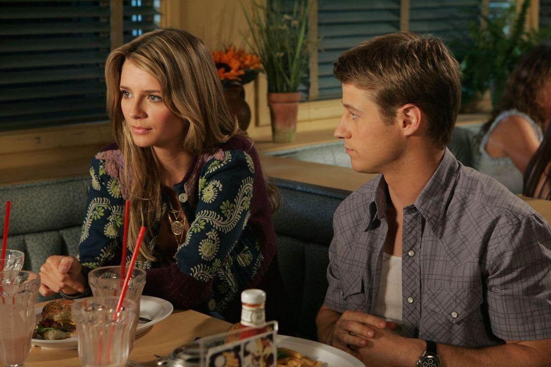 Hat ihre Liebe eine Zukunft?: Marissa (Mischa Barton, l.) und Ryan (Benjamin McKenzie, r.) ... - Bildquelle: Warner Bros. Television