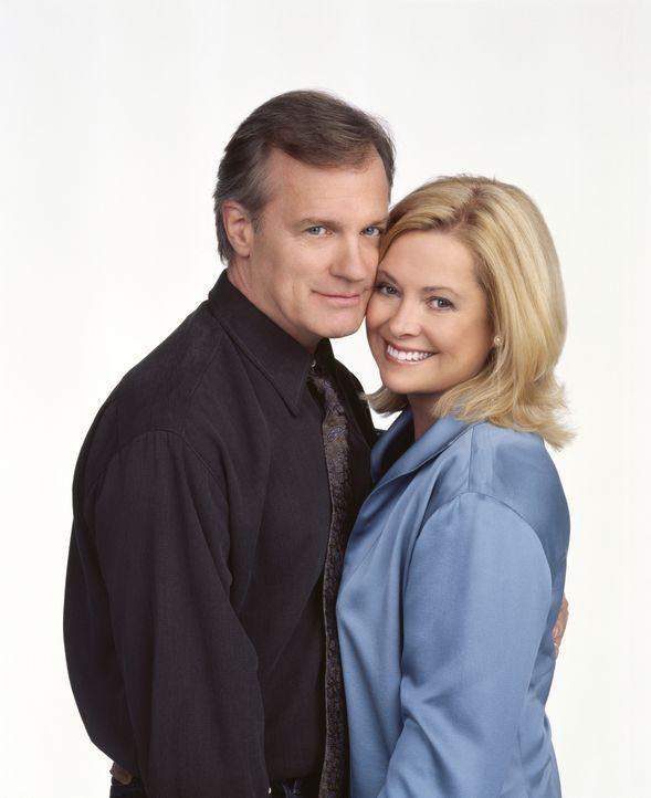 (9. Staffel) - Auf ihre große Familie sind Annie (Catherine Hicks, r.) und Eric (Stephen Collins, l.) besonders stolz - auch wenn es nicht immer lei... - Bildquelle: The WB Television Network