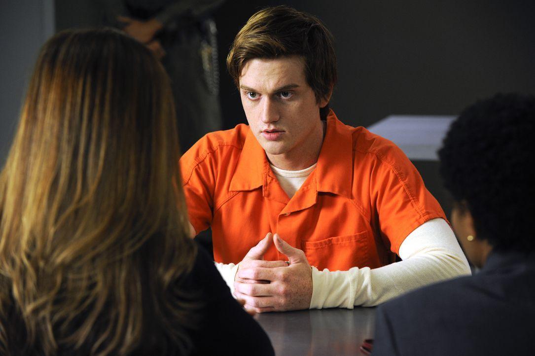 Während Marisol erfahren muss, dass ihr Sohn Eddie (Eddie Hassell) Drogen verkauft hat, hat Carmen eine ganz besondere Aufgabe zu erledigen ... - Bildquelle: ABC Studios