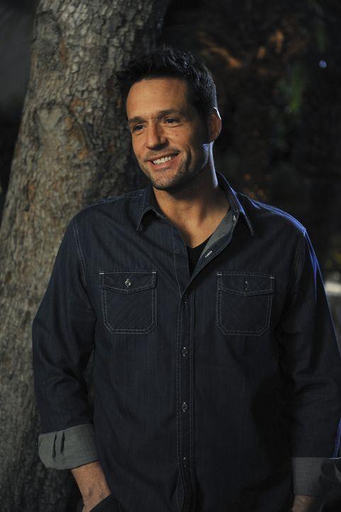 Grayson (Josh Hopkins) schaut Jules verliebt an - doch diese merkt davon nichts ... - Bildquelle: 2009 ABC INC.