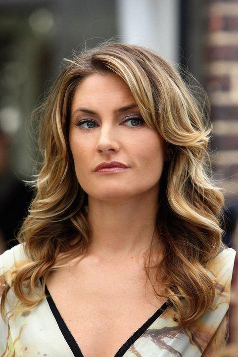 Catherine (Mädchen Amick) umgibt ein ziemlich dunkles Geheimnis, das Blair schon bald lüften wird ... - Bildquelle: Warner Brothers