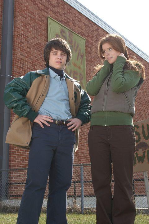 Der Neustart an einer Schule ist für Sam (Ryan Pinkston, l.) alles andere als leicht, doch die einzige, die ihm von Anfang an zur Seite steht, ist... - Bildquelle: New Line Cinema