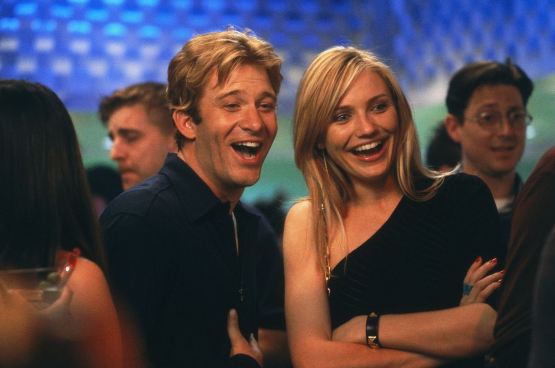 Als Christina (Cameron Diaz, r.) eines Abends unerwartet ihren Mr. Right (Thomas Jane, l.) trifft, bekommt die süße Traumfrau ein Problem: Ihr Tra... - Bildquelle: 2003 Sony Pictures Television International