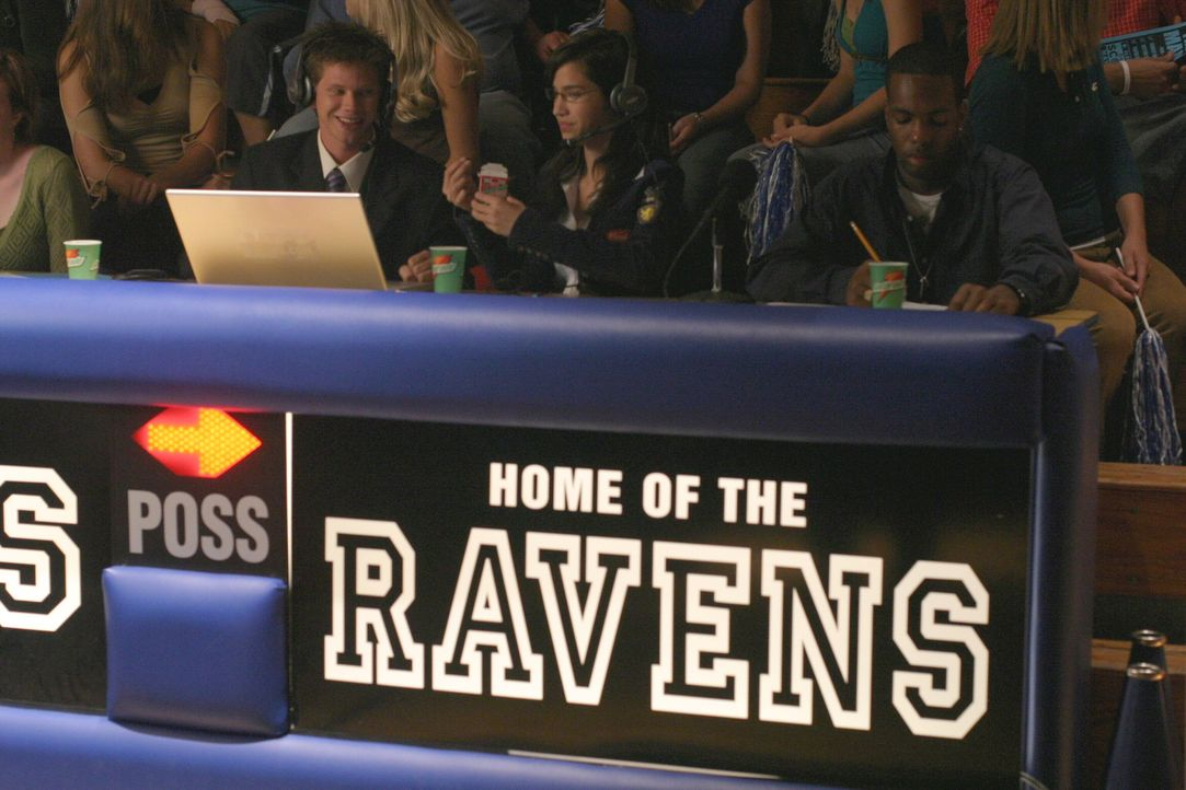 """Das Spiel der """"Ravens"""" steht an, doch die Halbbrüder Nathan und Lucas schaffen es, den großen Tag in einer Katastrophe enden zu lassen ... - Bildquelle: Warner Bros. Pictures"""
