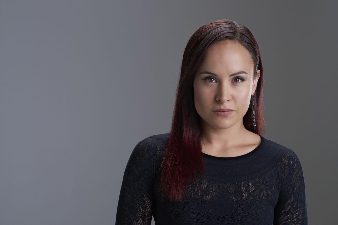 (2. Staffel) - Paige Winterbourne (Tommie-Amber Pirie) ist die Tochter der Hexenzirkel Anführerin Ruth. Ihr unbändiges Temperament bringt sie immer... - Bildquelle: 2015 She-Wolf Season 2 Productions Inc.