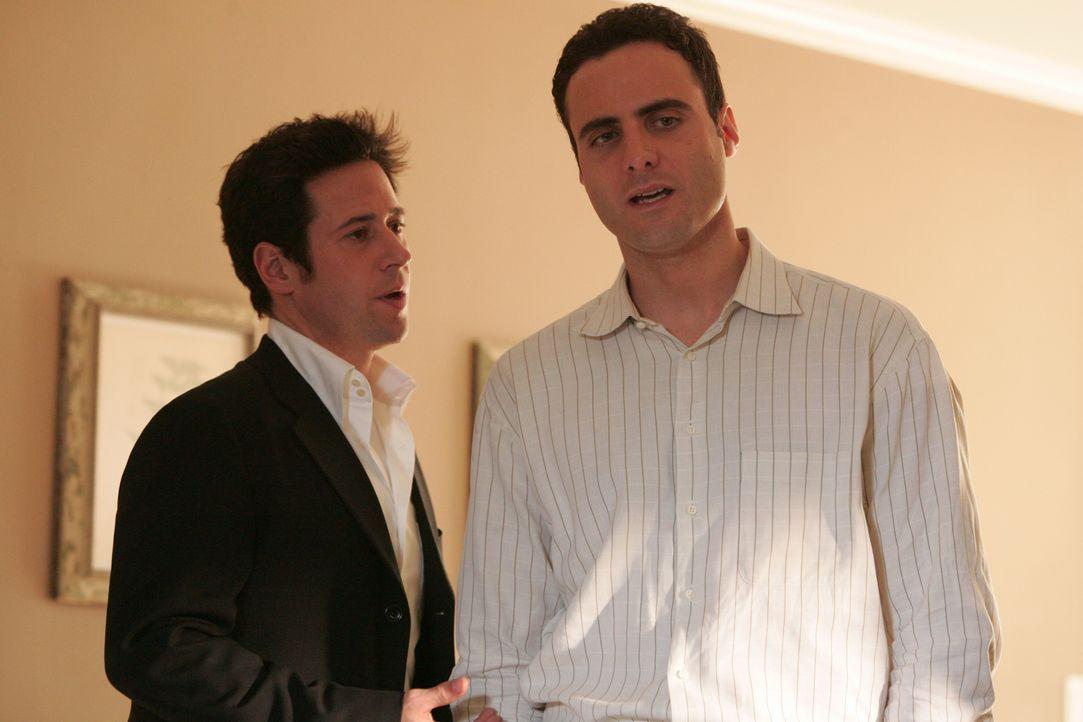 Um einen neuen Mordfall zu lösen, befragt Don (Rob Morrow, l.) Jonas Bayle (Dominic Fumusa, r.), dessen Frau ein Jahr zuvor genau so umgebracht wurd... - Bildquelle: Paramount Network Television