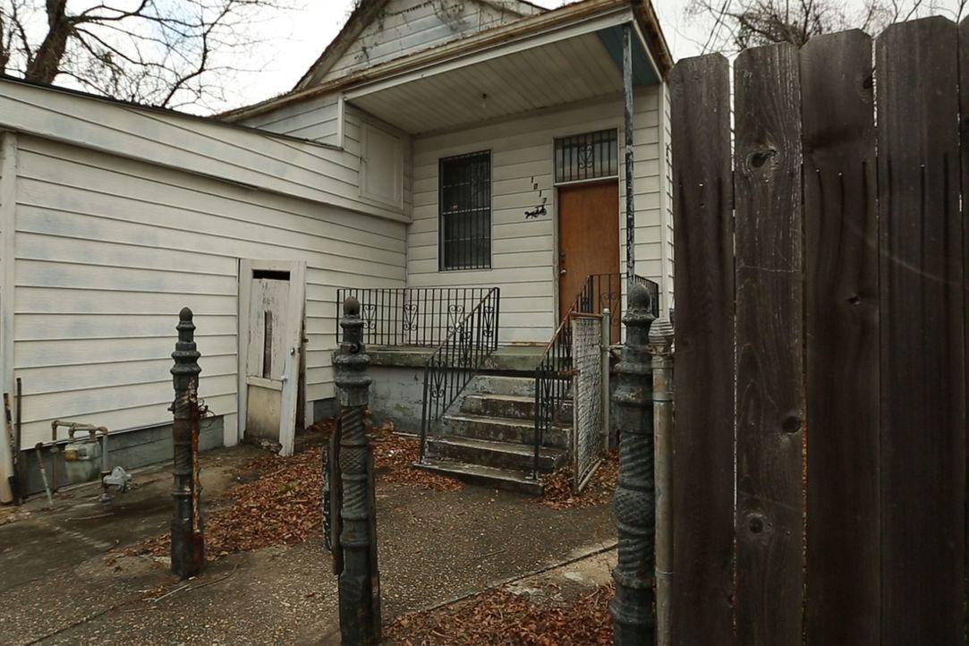 Kaum vorstellbar: Das heruntergekommene Haus soll schon bald ein gemütliches Zuhause werden ... - Bildquelle: 2014, DIY Network's/Scripps Network's, LLC.