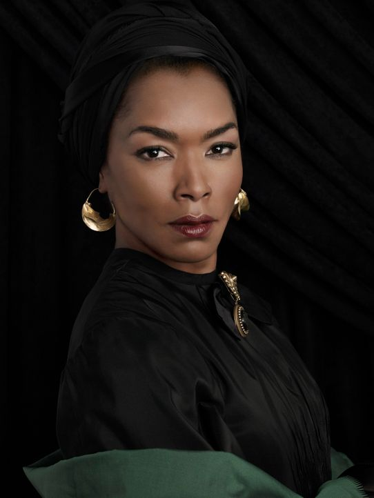 (3. Staffel) - Ihre Wut auf die guten Hexen steigert sich ins Unermessliche: Marie Laveau (Angela Bassett) ... - Bildquelle: 2013-2014 Fox and its related entities. All rights reserved.