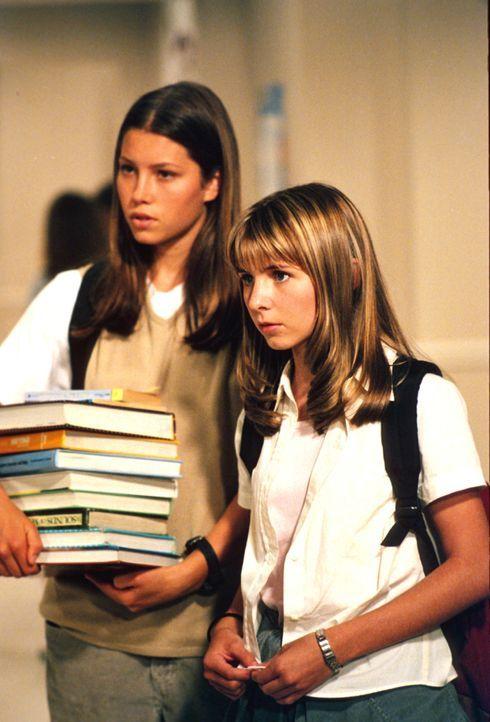 Mary (Jessica Biel, l.) und Ruthie (Mackenzie Rosman, r.) Kinder müssen sich mit allerhand schulischen und privaten Problemen herumschlagen. - Bildquelle: The WB Television Network