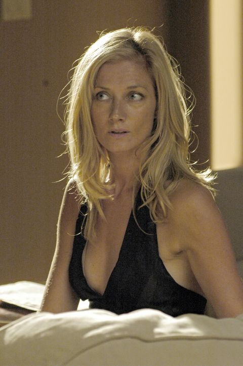 Hat Quentins Interesse durchaus gerne: Julia (Joely Richardson) ... - Bildquelle: TM and   2005 Warner Bros. Entertainment Inc. All Rights Reserved.