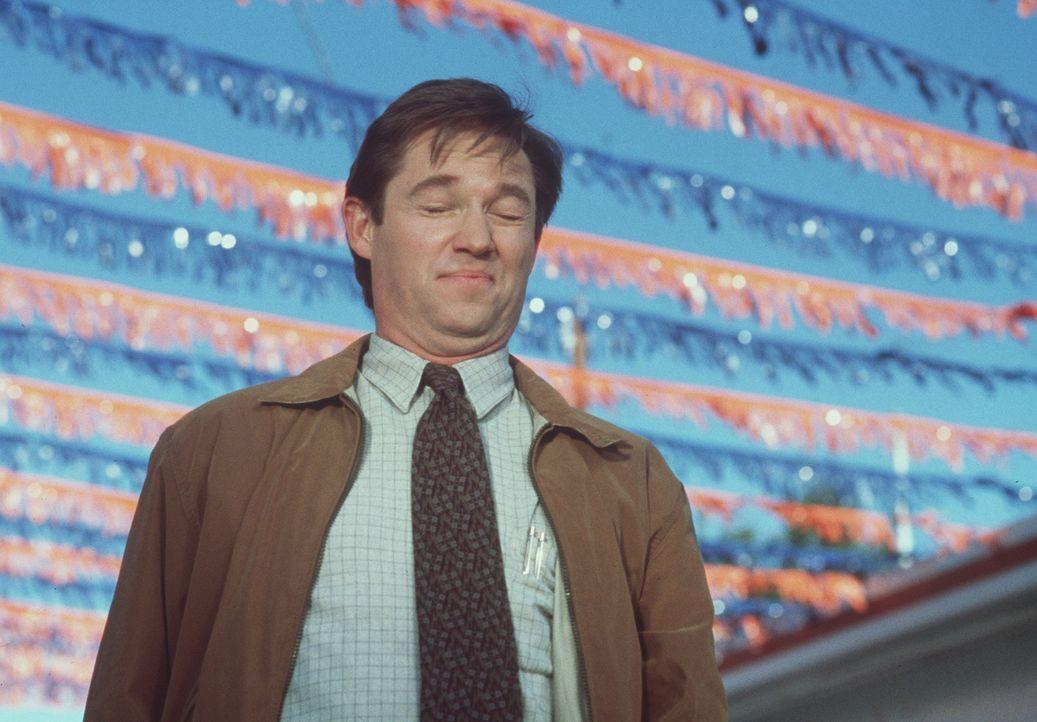 Ted Hunter (Richard Thomas) muss sich zusammenreißen, um den schicken BMW nicht sofort zu kaufen ... - Bildquelle: A-Pix Entertainment