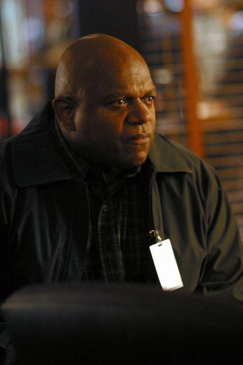 Detective Jack Malone soll für den besorgten Chet Collins (Charles S. Dutton) einen alten Fall lösen. Kein leichtes Unterfangen ... - Bildquelle: Tony Esparza Warner Bros. Entertainment Inc.