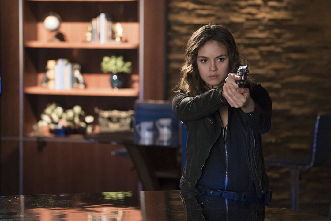 Die Flucht vor Rayna (Leslie-Anne Huff) und die ständige Suche nach einem Ausweg zerren an Stefan und schließlich nimmt das Versteckspiel ein unerwa... - Bildquelle: Warner Bros. Entertainment, Inc.