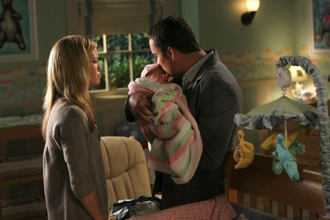 Julia (Sarah Jane Morris, l.) macht Tommy (Balthazar Getty, r.) für den Tod ihres Sohnes verantwortlich... - Bildquelle: Disney - ABC International Television