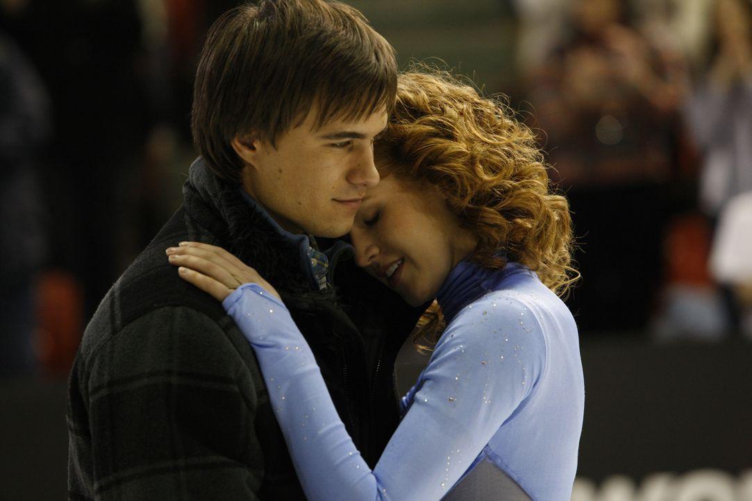 Überwinden alle Schwierigkeiten mit der Kraft der Liebe: Lexi (Taylor Firth, r.) und Nick (Rob Mayes, l.) ... - Bildquelle: 2010 Stage 6 Films, Inc. All Rights Reserved.