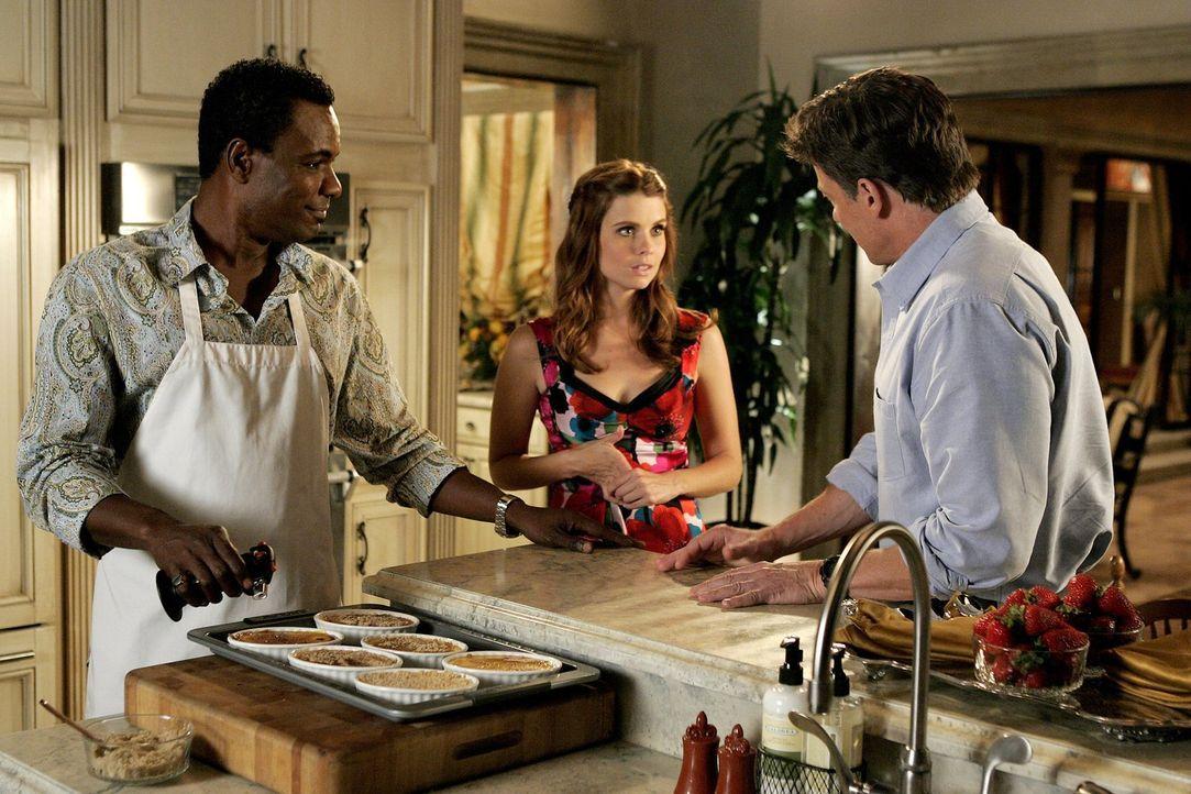 In der Küche von Marco (Allan Louis. r.) kommt es zwischen Megan (Joanna Garcia, M.) und ihrem Vater Arthur (John Allen Nelson, r.) zum Streit, denn... - Bildquelle: Warner Bros. Television