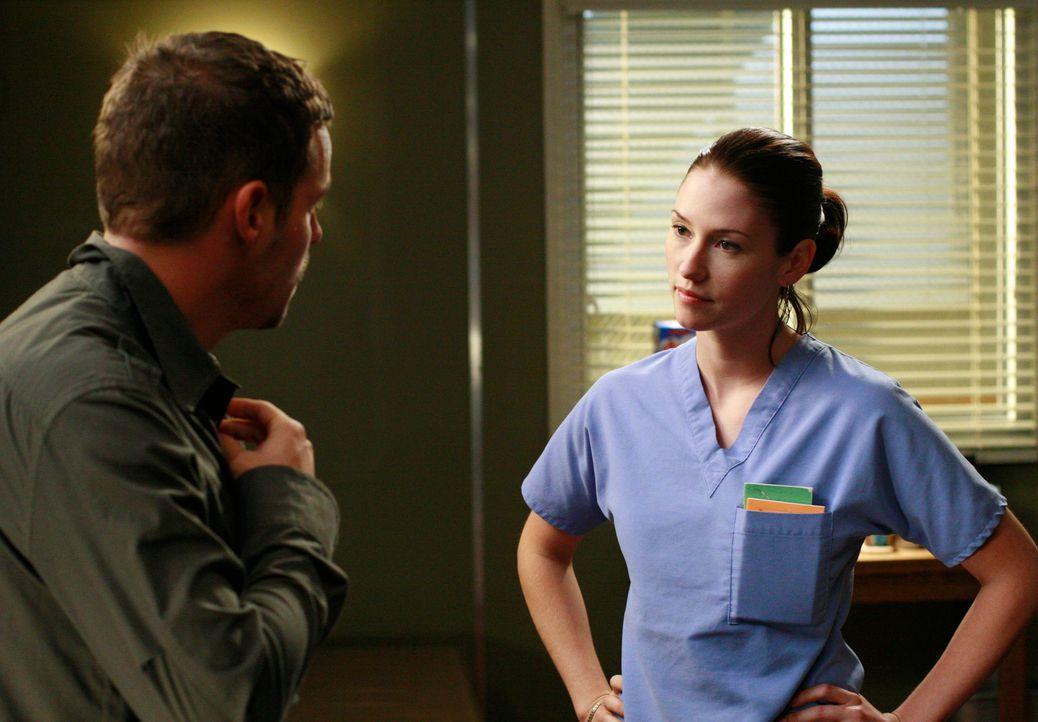 Meredith erfährt von der gemeinsamen Nacht zwischen Lexie (Chyler Leigh, r.) und Alex (Justin Chambers, l.) und ist entsetzt ... - Bildquelle: Touchstone Television