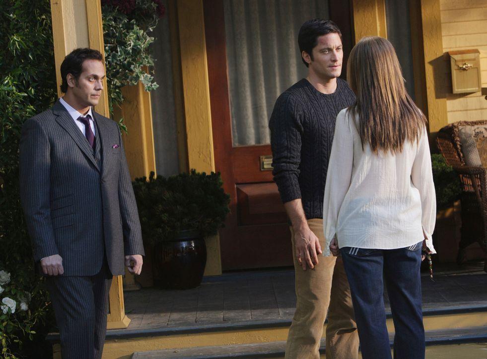 Der Geist von Alan Walters (Todd Stashwick, l.) setzt Melinda (Jennifer Love Hewitt, r.) unter Druck, Jim (David Conrad, M.) die Wahrheit zu sagen ... - Bildquelle: ABC Studios