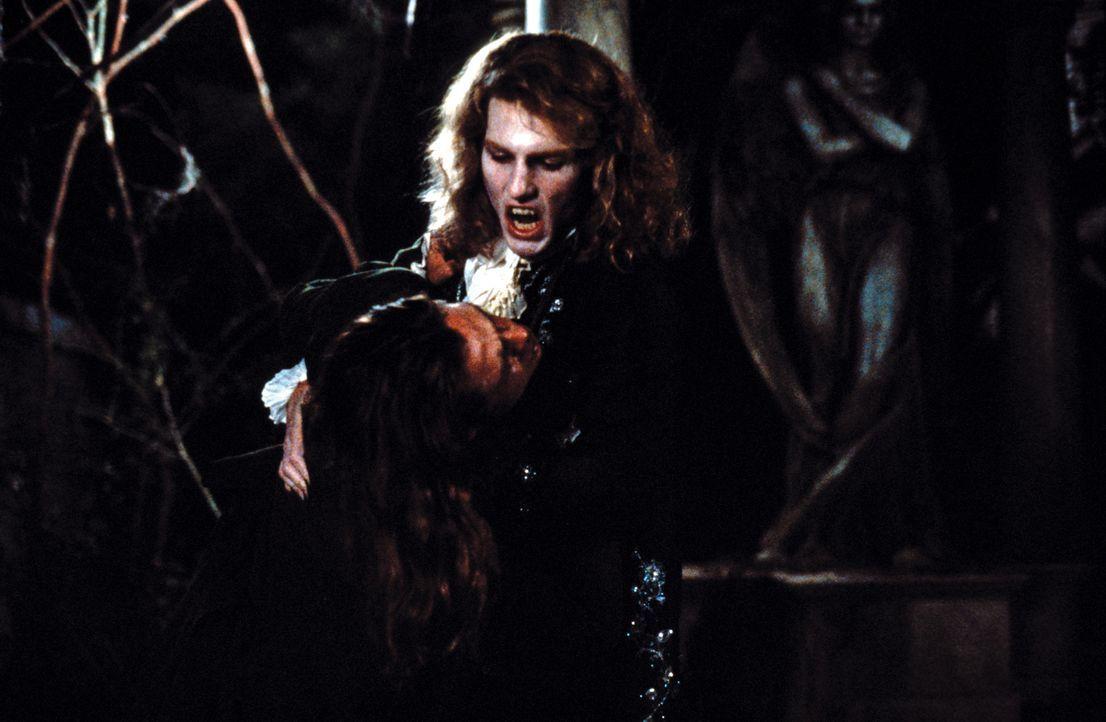 Der sadistisch veranlagte Lestat (Tom Cruise) ist immer auf der Suche nach frischem Blut ... - Bildquelle: Warner Bros.