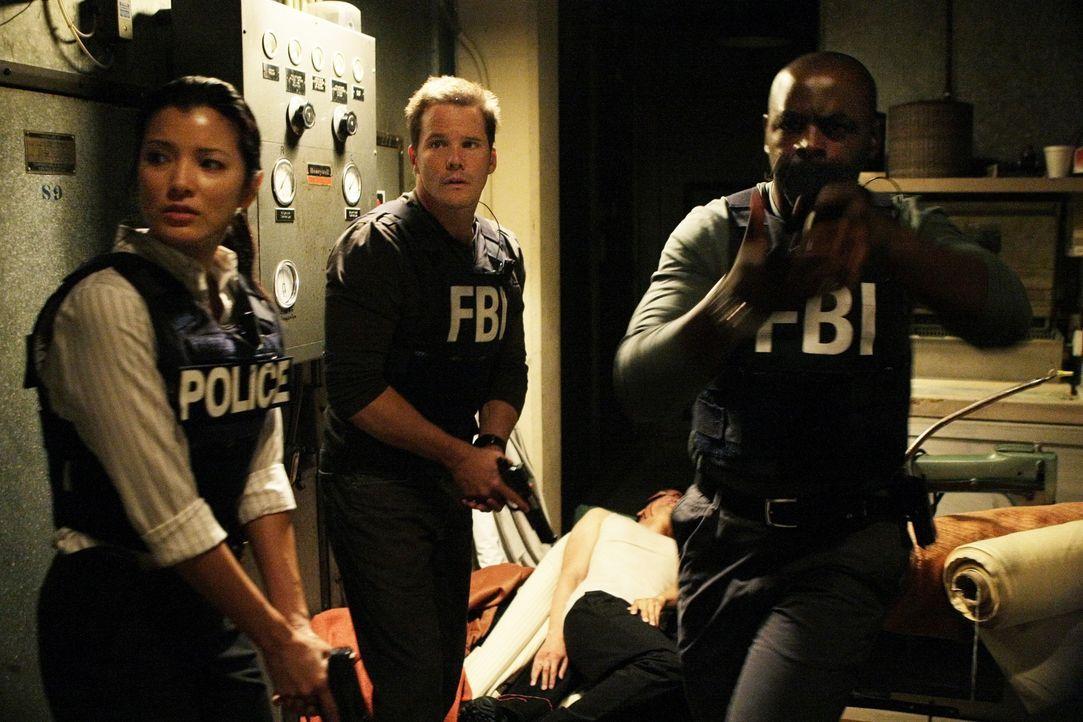 Gemeinsam versuchen sie einen neuen Fall aufzuklären: Alice Kim (Kelly Hu, l.), Colby Granger (Dylan Bruno, M.) und David Sinclair (Alimi Ballard, r... - Bildquelle: Paramount Network Television