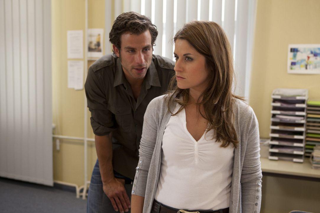 Michael (Andreas Jancke, l.) hat sich mit Helena gegen Bea (Vanessa Jung, r.) verschworen. Zusammen versuchen sie, ihr die Affäre mit Ben nachzuwei... - Bildquelle: SAT.1