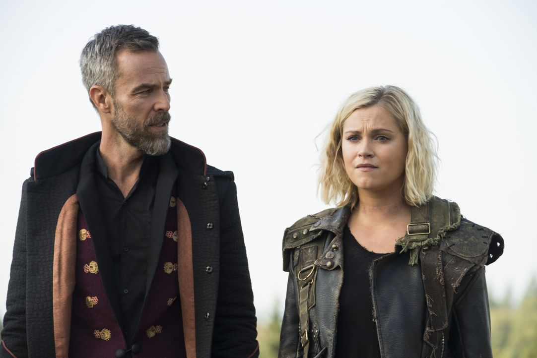 Russell Lightbourne VII (JR Bourne, l.); Clarke Griffin (Eliza Taylor, r.) - Bildquelle: Diyah Pera 2019 The CW Network, LLC. All Rights Reserved. / Diyah Pera