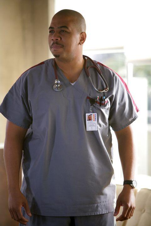 Ein Täter läuft im Krankenhaus frei herum - wird Pfleger Tuck Brody (Omar Gooding) das nächste Opfer? - Bildquelle: Warner Brothers