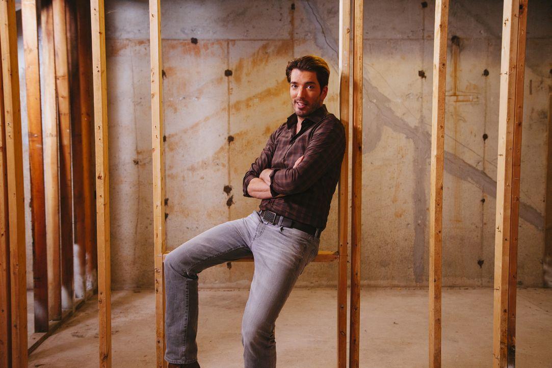 Gibt sein Bestes, um das neu erworbene Haus von Beatriz und Brandon perfekt umzubauen: Jonathan ... - Bildquelle: David Walter Banks 2013, HGTV/Scripps Networks, LLC. All Rights Reserved