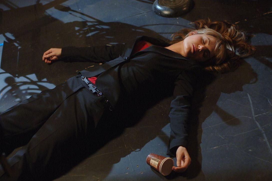 In dem Plan, Jonathans Kandidatur zu zerstören, ist auch Lois (Erica Durance) involviert. Sie wird bedroht, sollte sie Clarks Vater nicht ermorden .... - Bildquelle: Warner Bros.