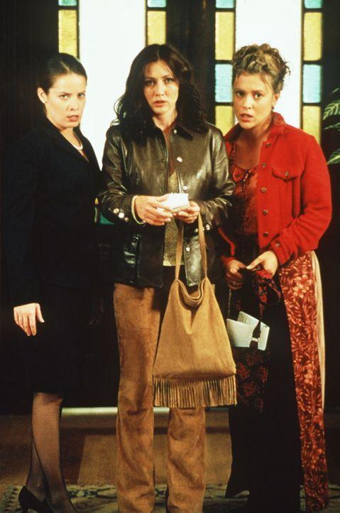 Wie sollen sich Prue (Shannen Doherty, l.), Piper (Holly Marie Combs, M.) und Phoebe (Alyssa Milano, r.) nur gegen den Dämon Balthasar wehren, ohne... - Bildquelle: Paramount Pictures