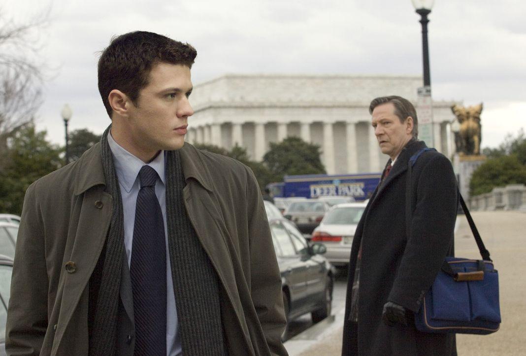 Robert Hanssen (Chris Cooper, r.) wird verdächtig, für den KGB zu arbeiten und Geheimunterlagen an die Sowjets zu liefern. Mehrere US-Agenten soll... - Bildquelle: Universal Pictures