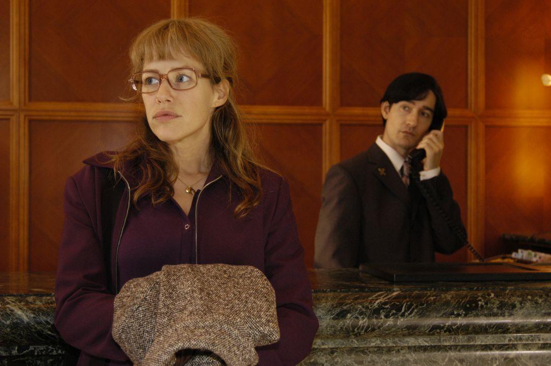 Lisa (Alexandra Neldel, l.) ist überzeugt davon, dass David einer Intrige zum Opfer fiel. Entschlossen begibt sie sich auf die Suche nach Alexandra... - Bildquelle: Noreen Flynn SAT.1 / Noreen Flynn