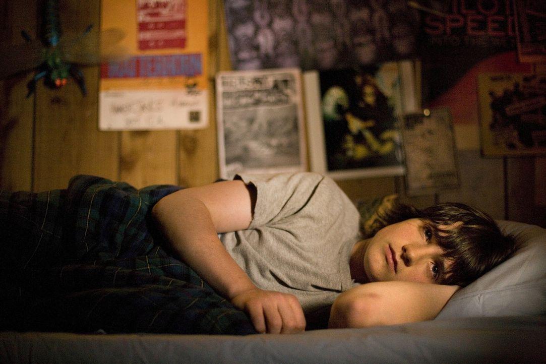 Zieht sich vollkommen nach dem schrecklichen Ereignis in sich zurück und spricht kein Wort mehr: Jimmy (Josh Hutcherson) ... - Bildquelle: Constantin Film Verleih