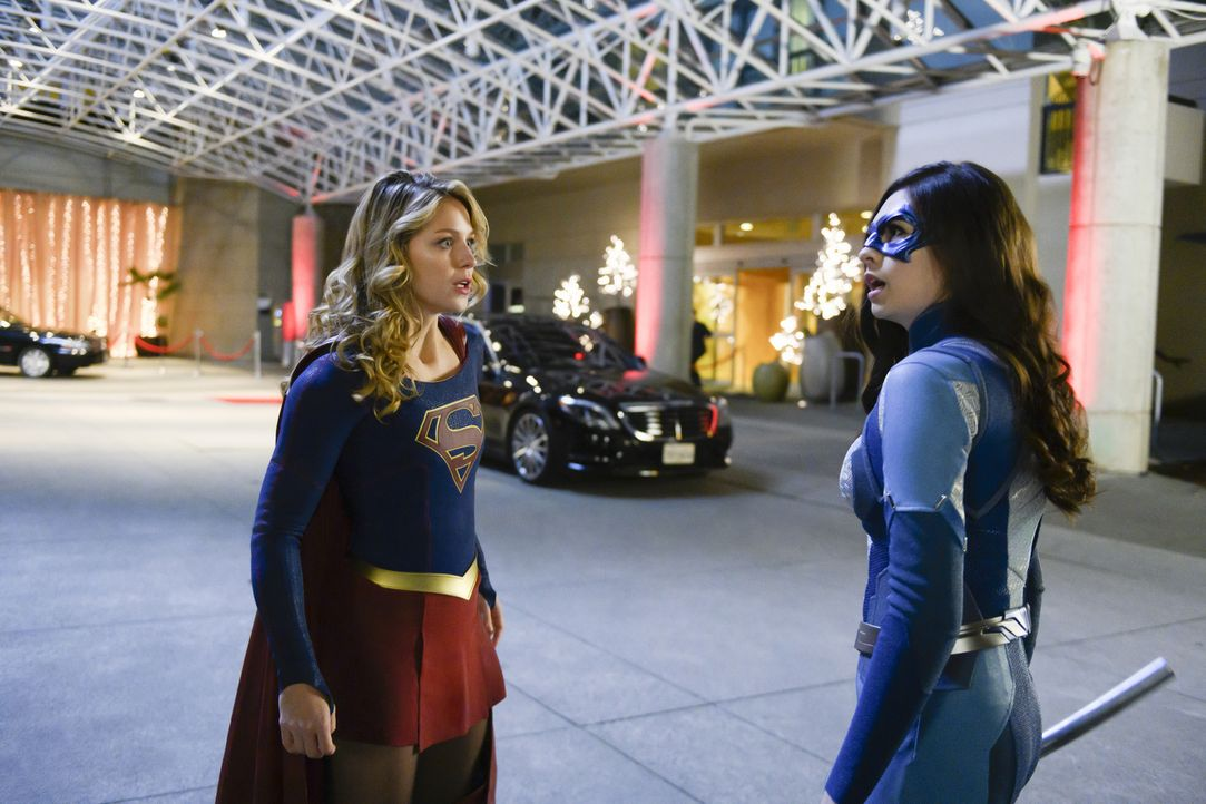 Kara alias Supergirl (Melissa Benoist, l.); Nia Nal alias Dreamer (Nicole Maines, r.) - Bildquelle: Diyah Pera 2018 The CW Network, LLC. All Rights Reserved.