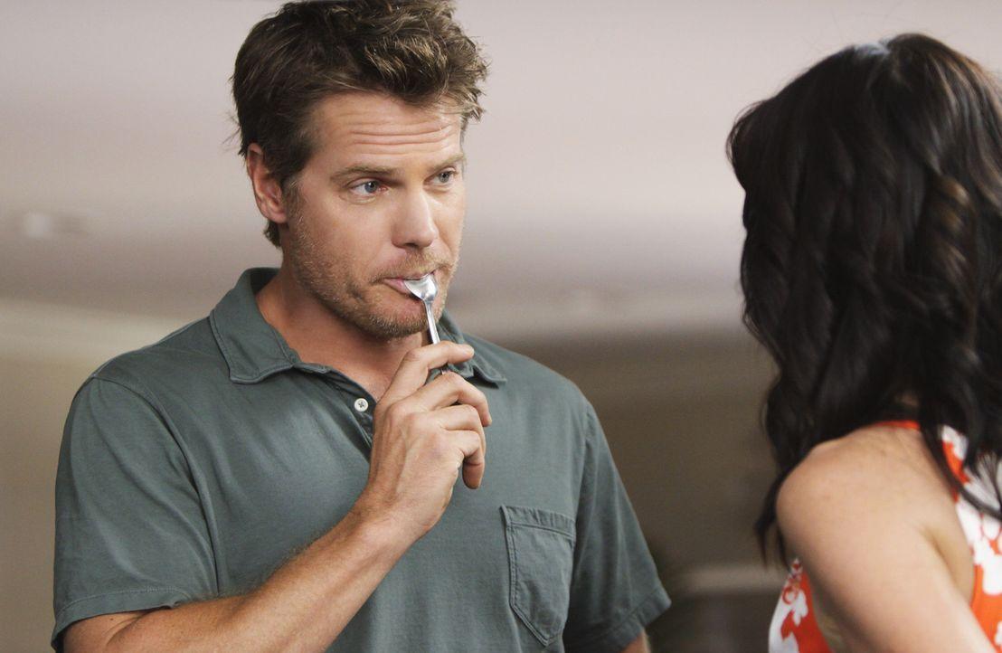 Nachdem sich Jules (Courteney Cox, r.) von ihrem Ehemann Bobby (Brian Van Holt, l.) getrennt hat, lernt sie nun die Wahrheit über das Älterwerden... - Bildquelle: 2009 ABC INC.