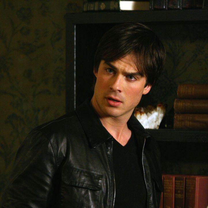 Vampire Diaries Früher und Heute: Damon Früher - Bildquelle: Warner Bros. Entertainment Inc.