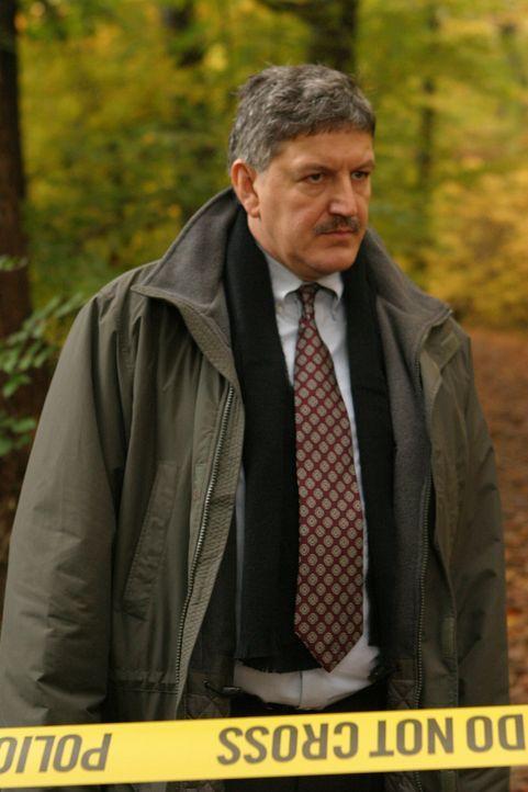 Warum kommt Detective McElroy (John Benjamin Martin) der aktuelle Fall so bekannt vor? - Bildquelle: Warner Bros. Television