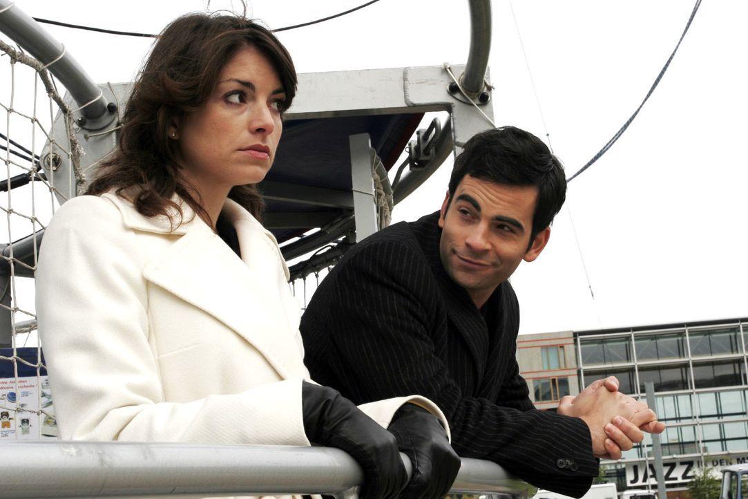 Auf Lisas Rat unternimmt David (Mathis Künzler, r.) mit Mariella (Bianca Hein, l.) einen Ballonausflug. - Bildquelle: Noreen Flynn SAT.1 / Noreen Flynn