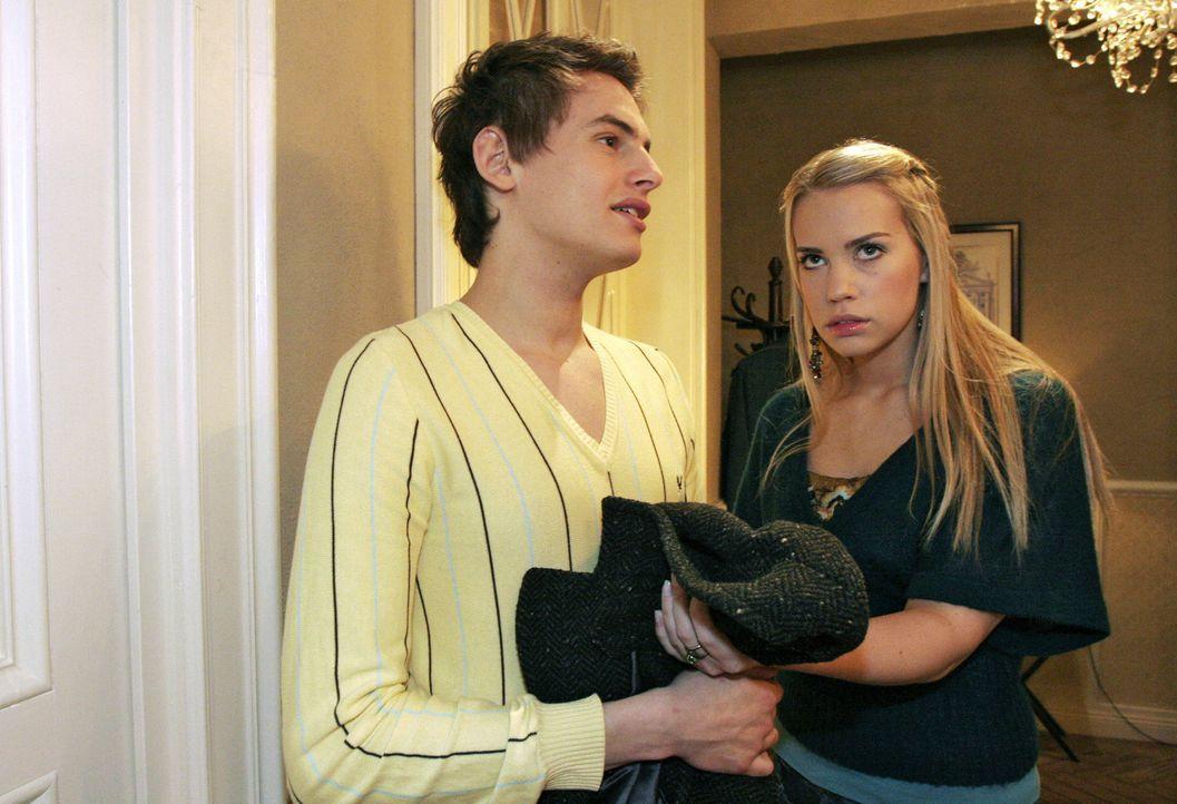 Kim (Lara-Isabelle Rentinck, r.) zweifelt, ob sie Alexander (Shai Hoffmann, l.) wirklich vertrauen kann - und bereut, dass sie ihm von der Entführu... - Bildquelle: Noreen Flynn Sat.1