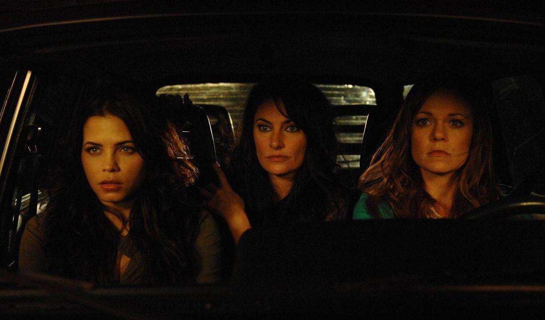 Von Wendy (Mädchen Amick, M.) und Ingrid (Rachel Boston, r.) erfährt Freya (Jenna Dewan-Tatum, l.) nun auch von ihrer wahren Identität und ist völli... - Bildquelle: 2013 Twentieth Century Fox Film Corporation. All rights reserved.